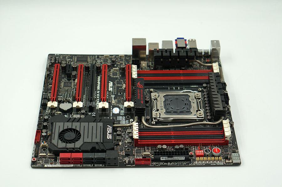 ASUS RAMPAGE IV EXTREME Základní deska LGA 2011 X79 Motherboard